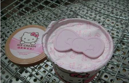 Hello Kitty ice-cream bow spoon