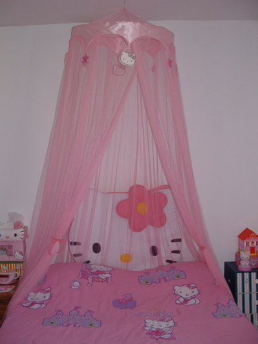 Hello Kitty bed canopy