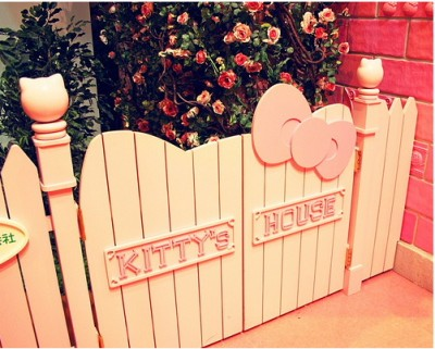 Hello Kitty picket fence