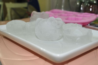 hello kitty ice cubes